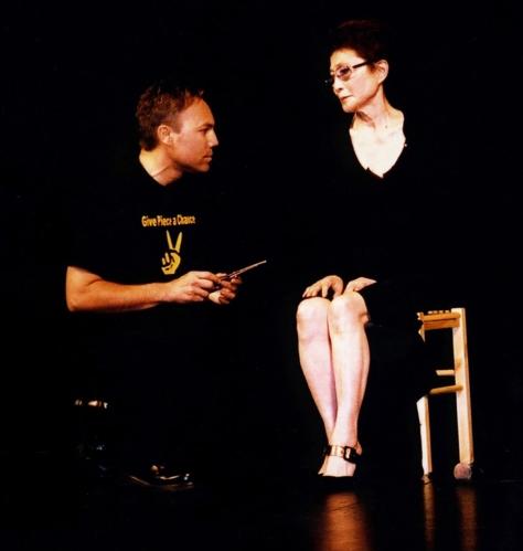 Ian Ayres & Yoko Ono (Cut Piece 2003) Paris
