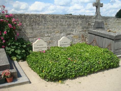 Auvers-Van-Gogh-headstones-1