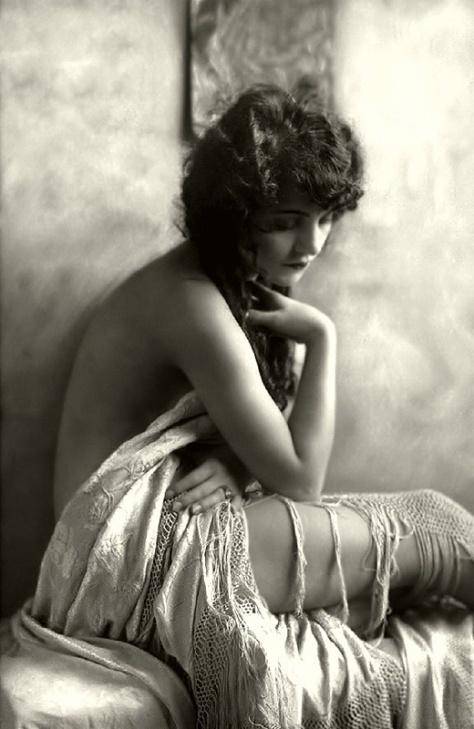 Ziegfeld-Follies-Girls-1920-Broadway-21