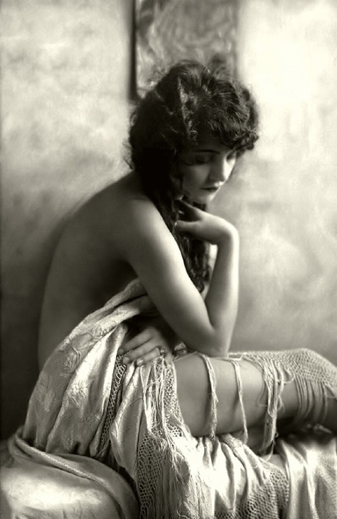 Ziegfeld-Follies-Girls-1920-Broadway-21