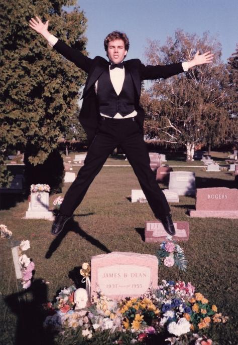 Ian Ayres (James Dean Grave) in Air