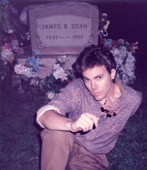 Ian Ayres @ James Dean grave (Sep 1985) night